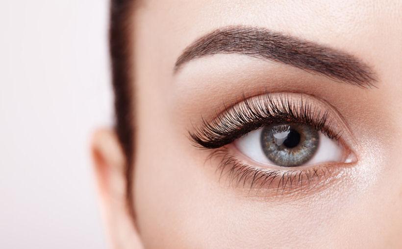 Zusammensetzung von Augenbrauenseren – welche Inhaltsstoffe sind üblich